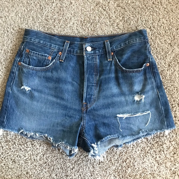 Levi 501 Women's Shorts - Size 28